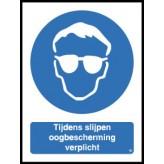 Tijdens slijpen veiligheidsbril verplicht